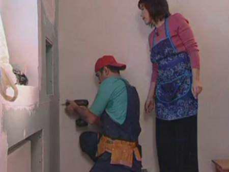 Монтаж декоративной стены из гипсокартона на металический каркас, видео